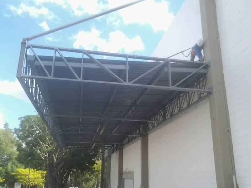 Cobertura Metálica para Garagem Jardim São Francisco II - Cobertura Metálica com Policarbonato
