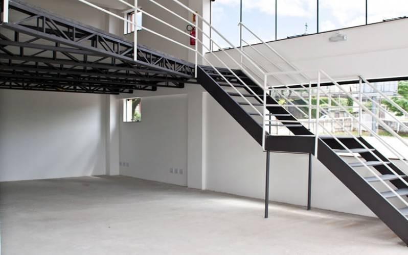 Escada Industrial com Guarda Corpo Cidade Satélite Íris III - Escada de Aço Industrial
