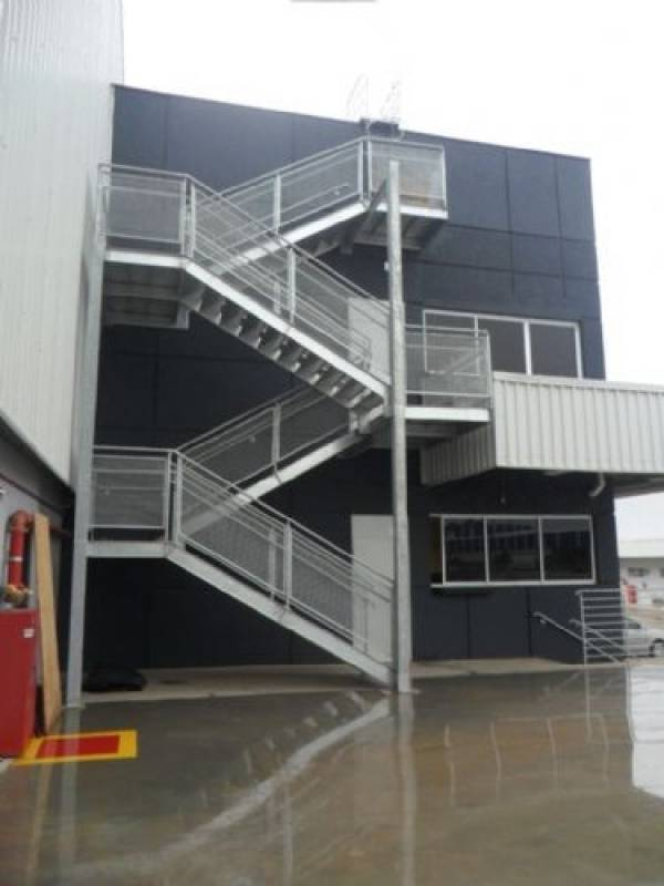 Venda de Escada Industrial com Guarda Corpo Núcleo Residencial Sete de Setembro - Escada de Aço Industrial