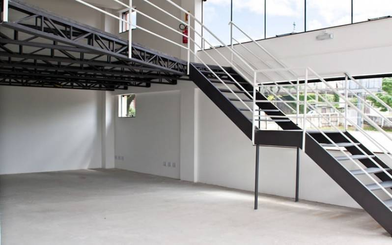 Venda de Escada Industrial com Plataforma Bairro Rural do Pari - Escada Industrial Caracol
